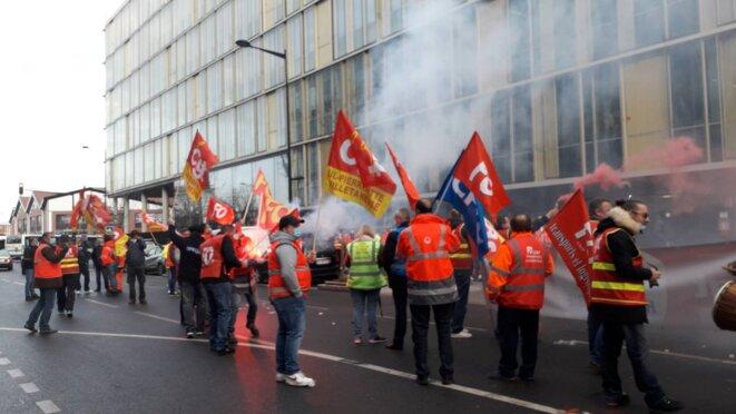 Rassemblement devant le siège de Veolia à Aubervilliers, le 04/03/21 à 8h du matin.