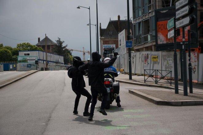 Agression de policiers : quand la jeune se déchaîne en meute contre l'ordre © Jean-Luc ROBERT - Psychologue
