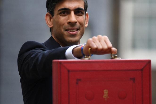 Le chancelier de l'Échiquier, Rishi Sunak, présente le budget 2021-2022. © DANIEL LEAL-OLIVAS / AFP