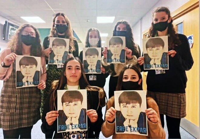Le lycée JFS du Royaume-Uni participe à la campagne Free Ekpar, qui appelle à la libération de l'entrepreneur et philanthrope ouïgour Ekpar Asat. Avec l'aimable autorisation de Rayhan Asat