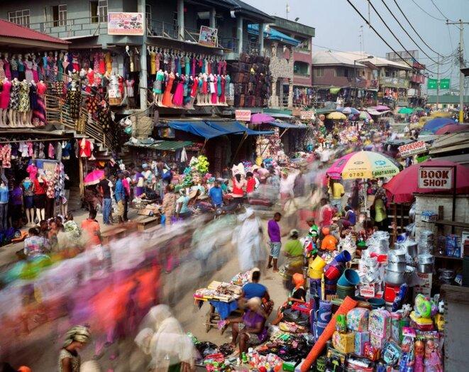 Le marché coloré d'Oshodi à Lagos, Nigeria