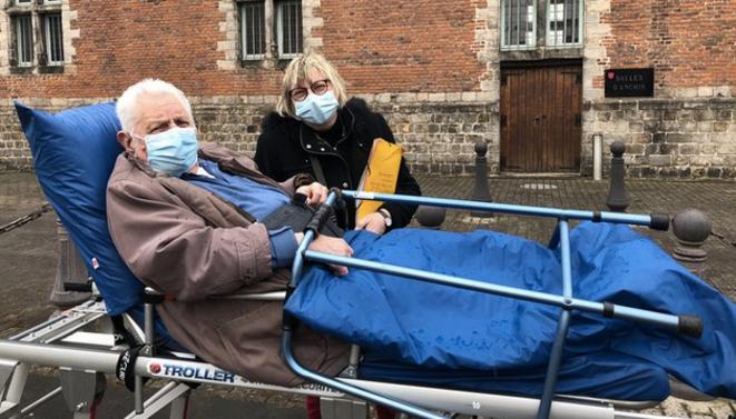 Albert et sa fille Liliane à la sortie du centre de vaccination de Douai. © CCC