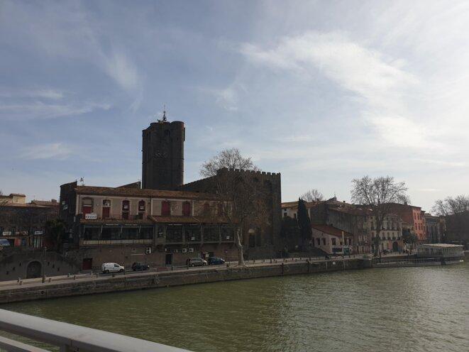 La vieille ville d'Agde et sa célèbre cathédrale Saint-Étienne, au bord de l'Hérault. © CH