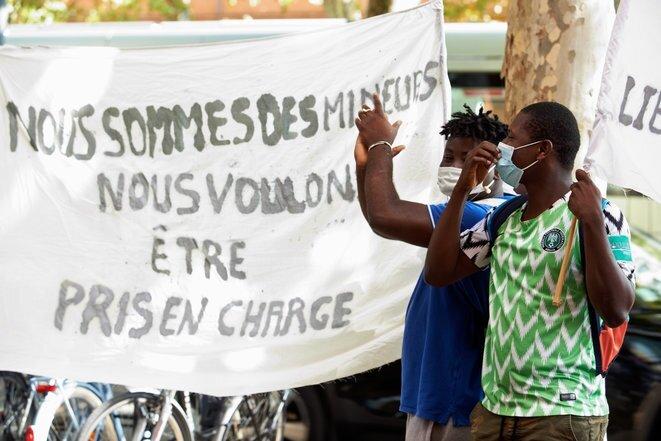 Manifestation contre les tests osseux pour les mineurs non accompagnés à Toulouse. © Alain Pitton/ NurPhoto/Via AFP [sur site Mediapart]