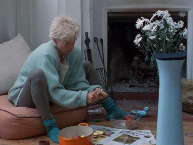Tonie Marshall prépare une compote dans LE CHAMPIGNON DES CARPATHES de Jean-Claude Biette © Les films du Trèfle - Les Films du Losange