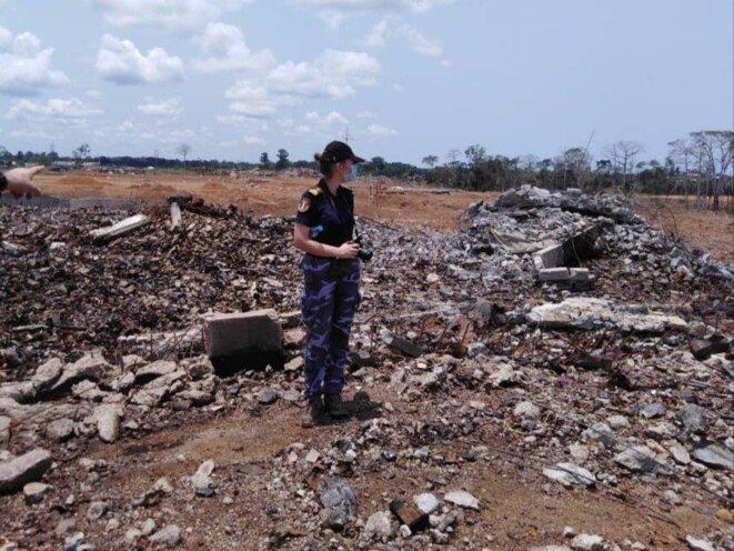 sauveteur-sur-champ-de-ruines