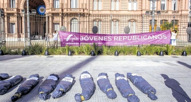 Sacs mortuaires, Palais présidentiel © Alejandro Pagni, AFP