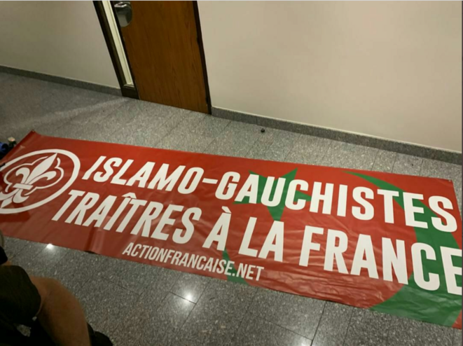 Banderole abandonnée par les militants d'Action française © Compte twitter de Myriam Martin