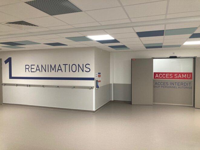 Entrée du service de réanimation de l'hôpital Saint-Louis. © JC