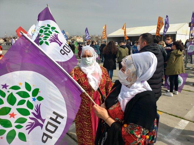 Des dizaines de milliers de Kurdes se sont rassemblés le 20 mars sur la grande esplanade stambouliote de Yenikapı pour célébrer leur nouvel an, le Newroz, et afficher leur soutien au HDP. © Nicolas Cheviron.