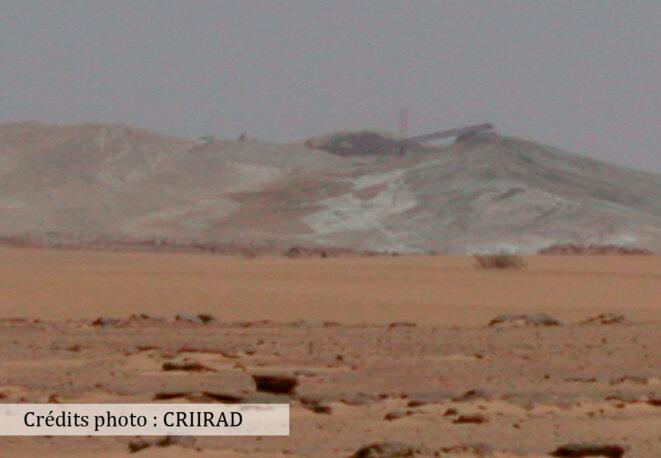 Terril de résidus radioactifs de la COMINAK à l'air libre. © CRIIRAD