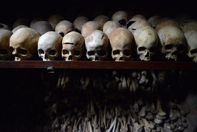Crânes de victimes du génocide des Tutsis au Rwanda, au mémorial de Nyamata. © Simon MAINA / AFP