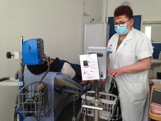 La fréquence cardiaque des patients de la consultation post-Covid de l'hôpital Hôtel-Dieu (AP-HP) est observée de près. © RLS