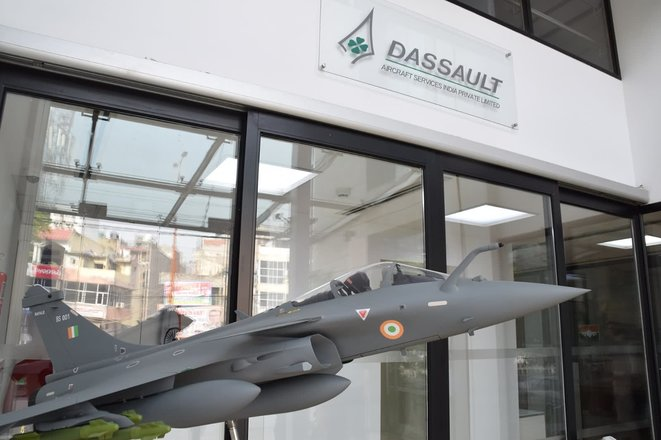 A model of a Rafale at the entrance to Dassault Aviation offices in India, April 2018. © Dassault Aviation