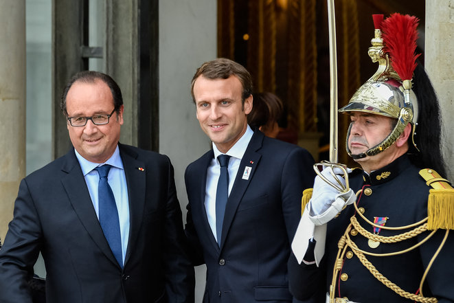 French President Emmanuel Macron and his predecessor François Hollande at the Élysée Palace in September 2017. © Julien Mattia / NurPhoto via AFP