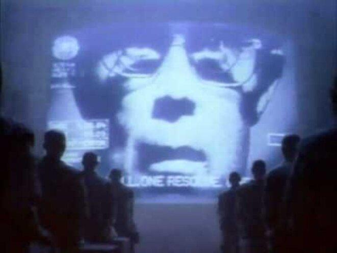 pub-apple-1984-cinema-mechant