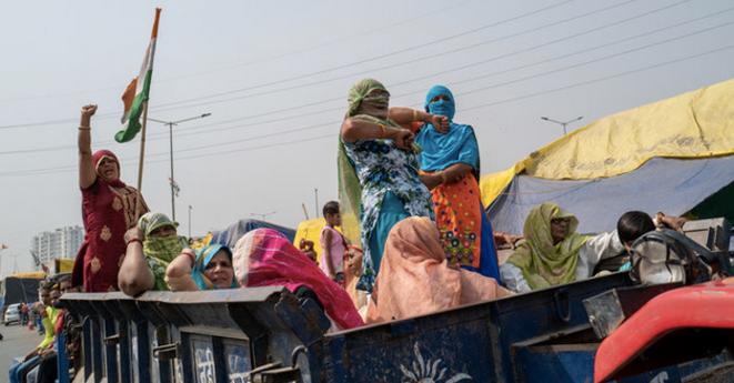 Des paysannes indiennes manifestent à l'occasion du 8 mars. © Robin Tutenges / Hans Lucas via AFP