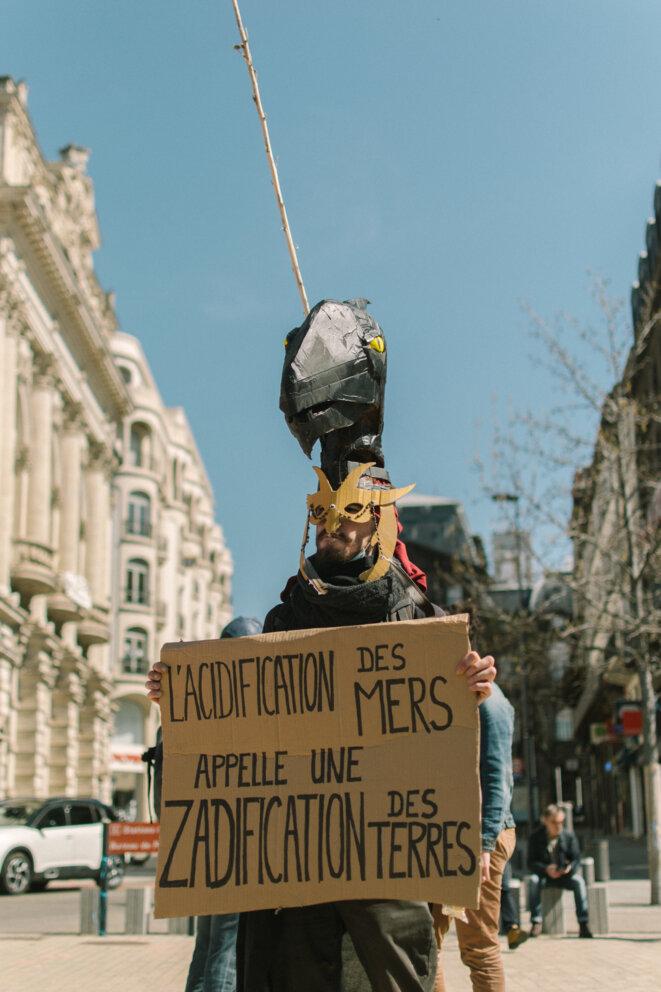 """Un sympathisant du mouvement """"Extinction Rebellion"""". © © Adrien Fillon"""