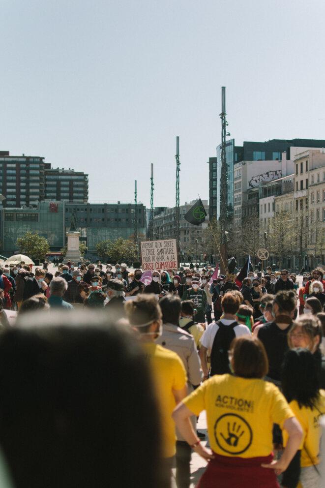 Une partie de la place de Jaude, déjà remplie de manifestants. © © Adrien Fillon