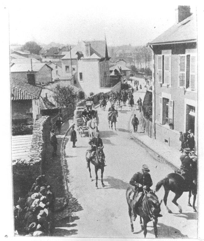 Limoges 1905 - Les gendarmes protègent un convoi Haviland