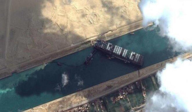 Le porte-conteneurs Evergiven échoué dans le canal de Suez