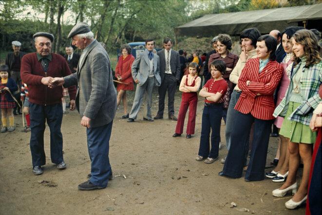 La fête au village (mai 1973). © Madeleine de Sinéty
