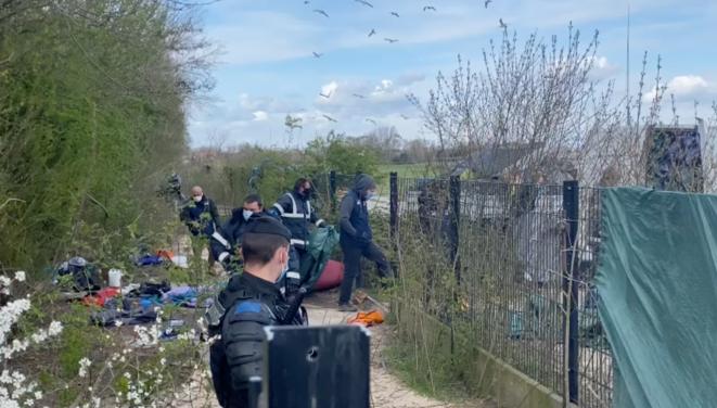 L'une des évacuations ayant eu lieu à Calais mardi 6 avril 2021. © Capture d'écran - Vidéo Human Rights Observers