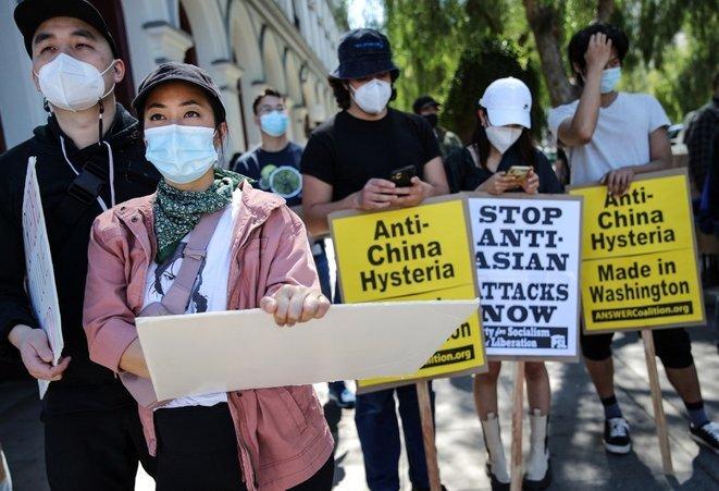 En una manifestación contra el racismo hacia los asiáticos en Los Ángeles el 27 de marzo. © Mario Tama/Getty Images/AFP