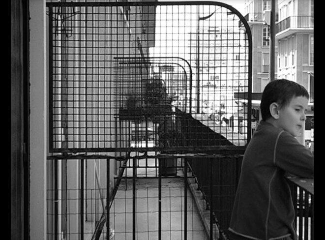 """""""Papa, Maman, Perret et moi, un appartement pour témoin"""" (2009, 30min) de Vincent Barré et Pierre Creton © La Traverse"""