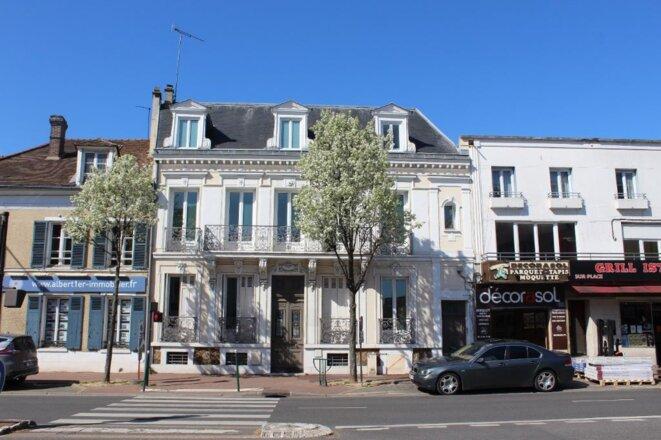 L'ancienne maison des associations (au centre), située au 156 de la rue Paul-Doumer, vendue à la société de Patrick Quinteiro en 2017 par la mairie de Rueil-Malmaison. © Etienne Merle