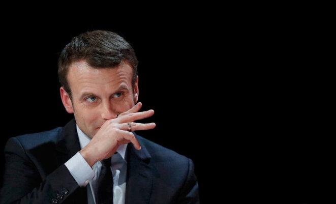 Le président Macron sent-il son nez grandir ?