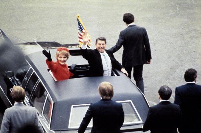 Ronald Reagan et son épouse Nancy, à l'issue de la cérémonie d'investiture du 20 janvier 1981. © AFP.