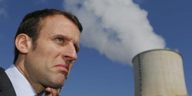 Emmanuel Macron, ministre de l'Économie, visite la centrale nucléaire de Civaux, en France, le 17 mars 2016. © Reuters