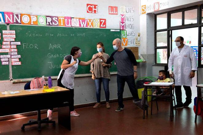 Le maire de la ville de Buenos Aires dans une école © Tiempo Argentino