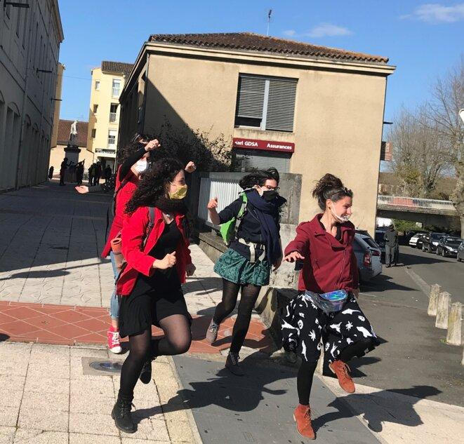 """""""Alors on danse""""... dans les rues."""