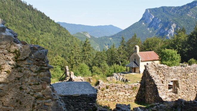 Les ruines du village de Valchevrière incendié par les Alleands en juillet 1944 dans le Vercors © Patrice Morel