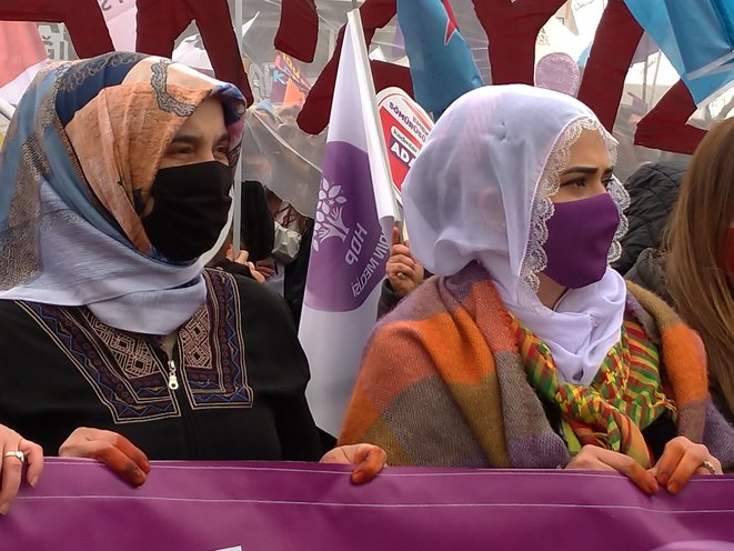 Dans la manifestation du 8 mars 2021 à Istanbul. © Nicolas Cheviron