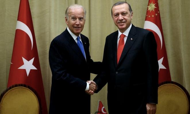 Biden et Erdogan en 2016. © Kayhan Oze / Anadolu Agency via AFP