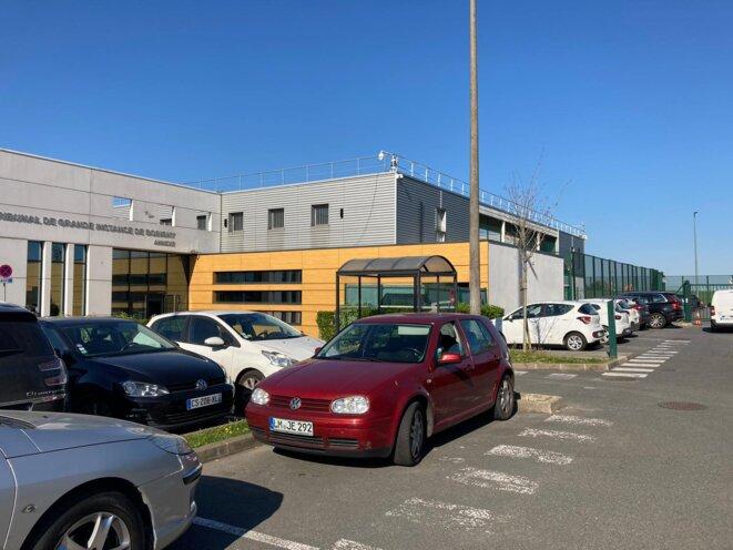L'annexe du tribunal de grande instance de Bobigny et la zone d'attente adjacente. © RLS