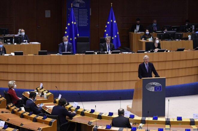 Michel Barnier devant le parlement européen le 27 avril 2021 © John Thys / AFP.