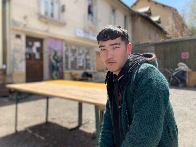 Ezzatollah, un jeune exilé afghan, estime avoir été abîmé par l'Europe. © NB