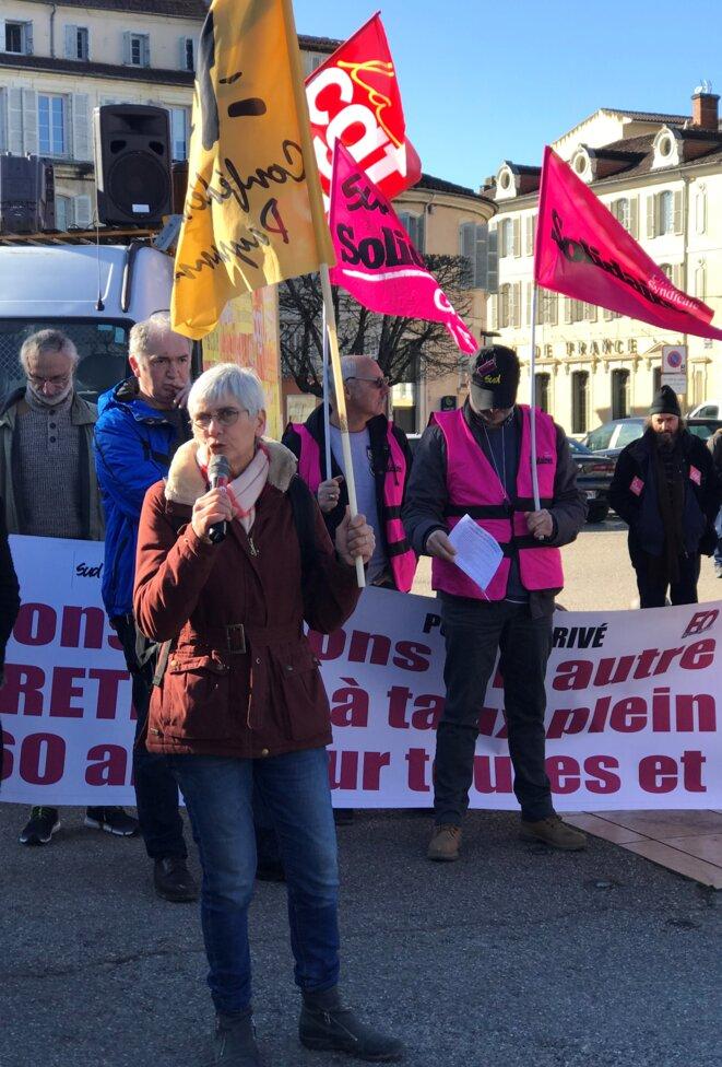 Sylvie Colas, pour la Confédération Paysanne, lors d'une immense manifestation à Auch (3500 personnes) contre la réforme des retraites, le 9 janvier 2020 [Ph. YF]