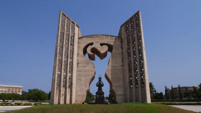 Le monument de l'indépendance à Lomé, ouvrage symbolisant l'émancipation du peuple Togolais est l'œuvre commune des sculpteurs et architectes Paul Ahyi et Monsila Djato