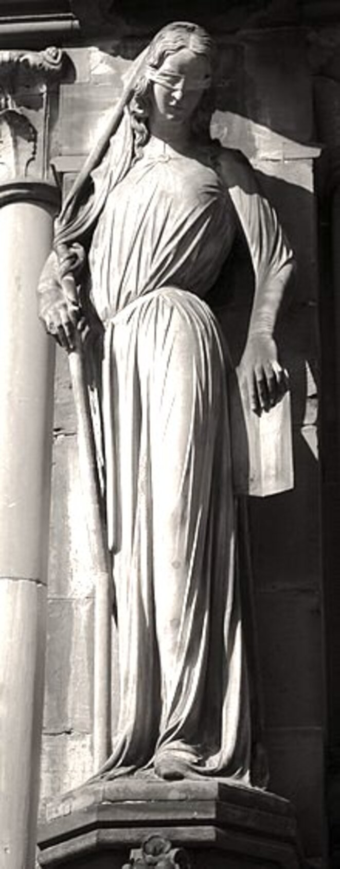 strasbourg-cathe-drale-notre-dame-statue-de-la-synagogue