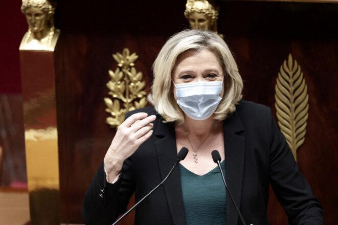 Dans cette affaire, Marine Le Pen n'avance pas masquée...