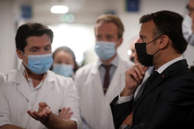 Macron à l'hôpital Foch de Suresnes, le 22 avril 2021. © CHRISTIAN HARTMANN / POOL / AFP