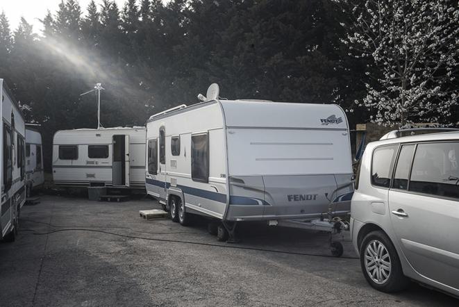 Des caravanes sur l'aire de Hellemmes-Ronchin (Lille) © Yann Castanier