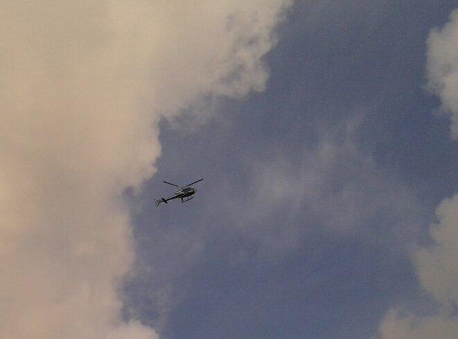 Hélicoptère de la gendarmerie dans le ciel de Mayotte © Damien Gautreau