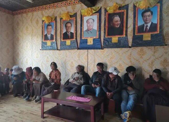 Écoles de nuit obligatoires pour les agriculteurs tibétains dans l'est du Tibet © Anon