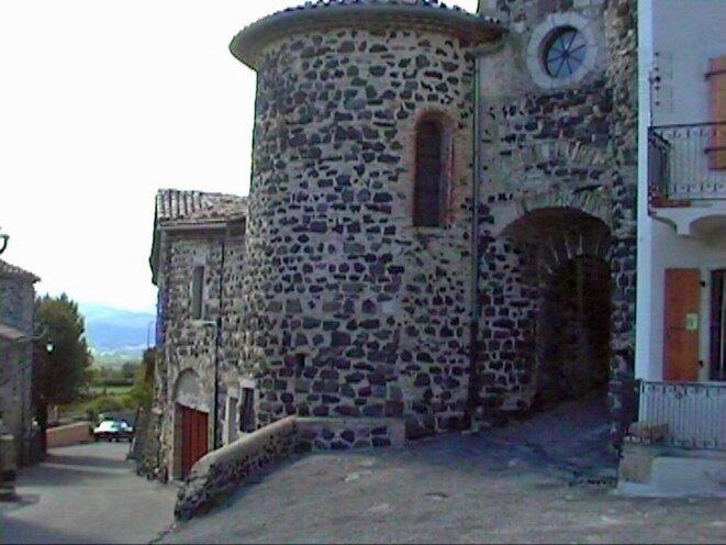 Un village du plateau basaltique du Coiron (Ardèche) © alblogrj.over-blog.org/
